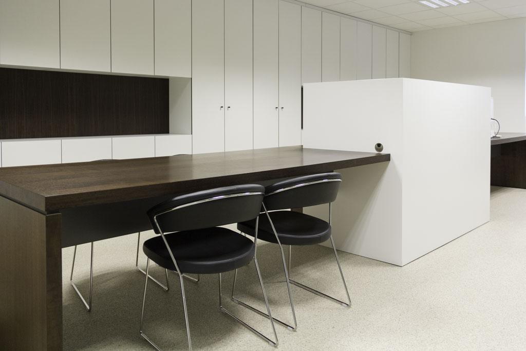 Kantoormeubilair op maat van uw bedrijf km interieur for Interieur bedrijf