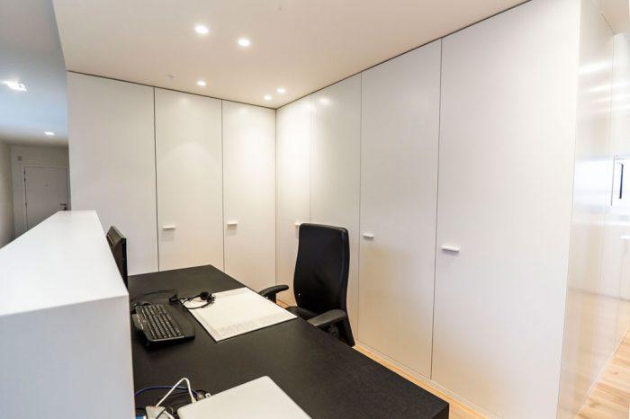 Realisaties km interieur - Moderne massieve bureau ...