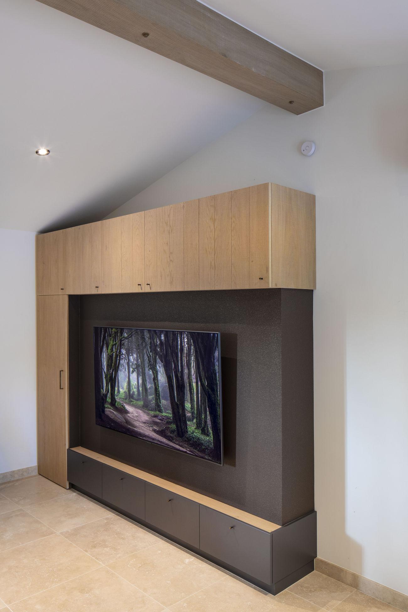 TV-meubel in eikfineer en laminaat